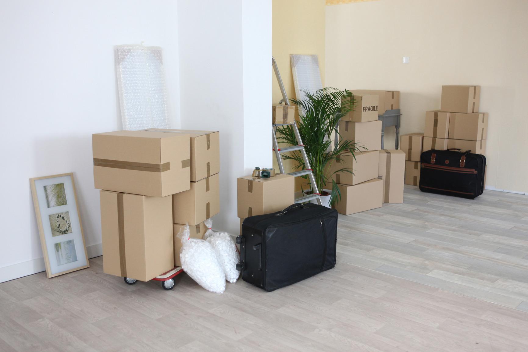 photodune-3761716-moving-house-m